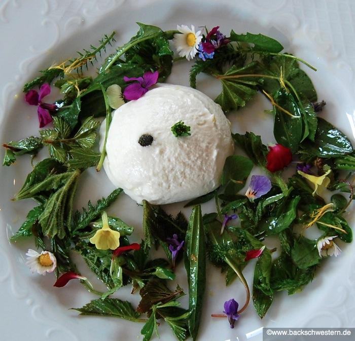 Salat Ostern Frühlingssalat essbare Blüten