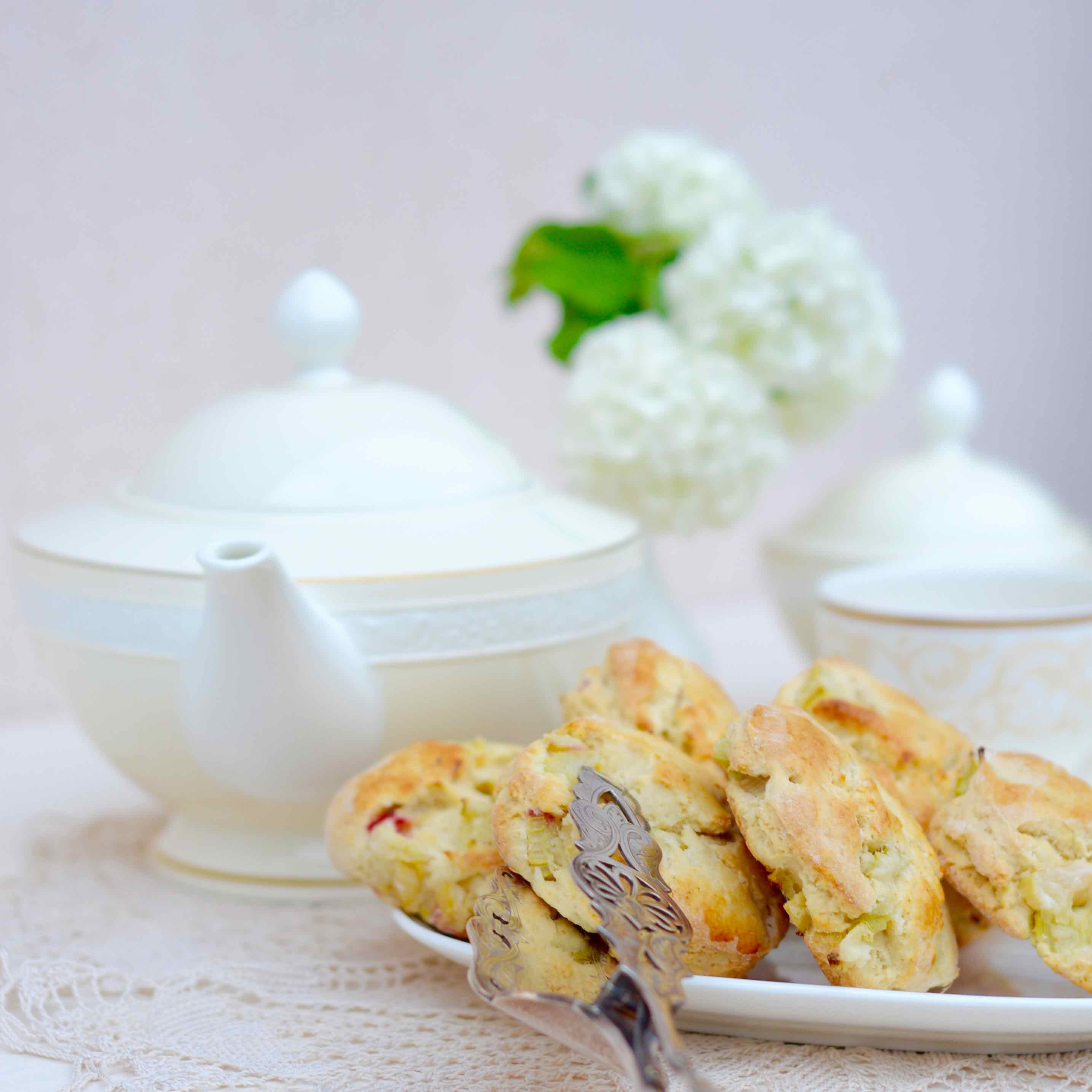 Very british: Scones mit Rhabarber