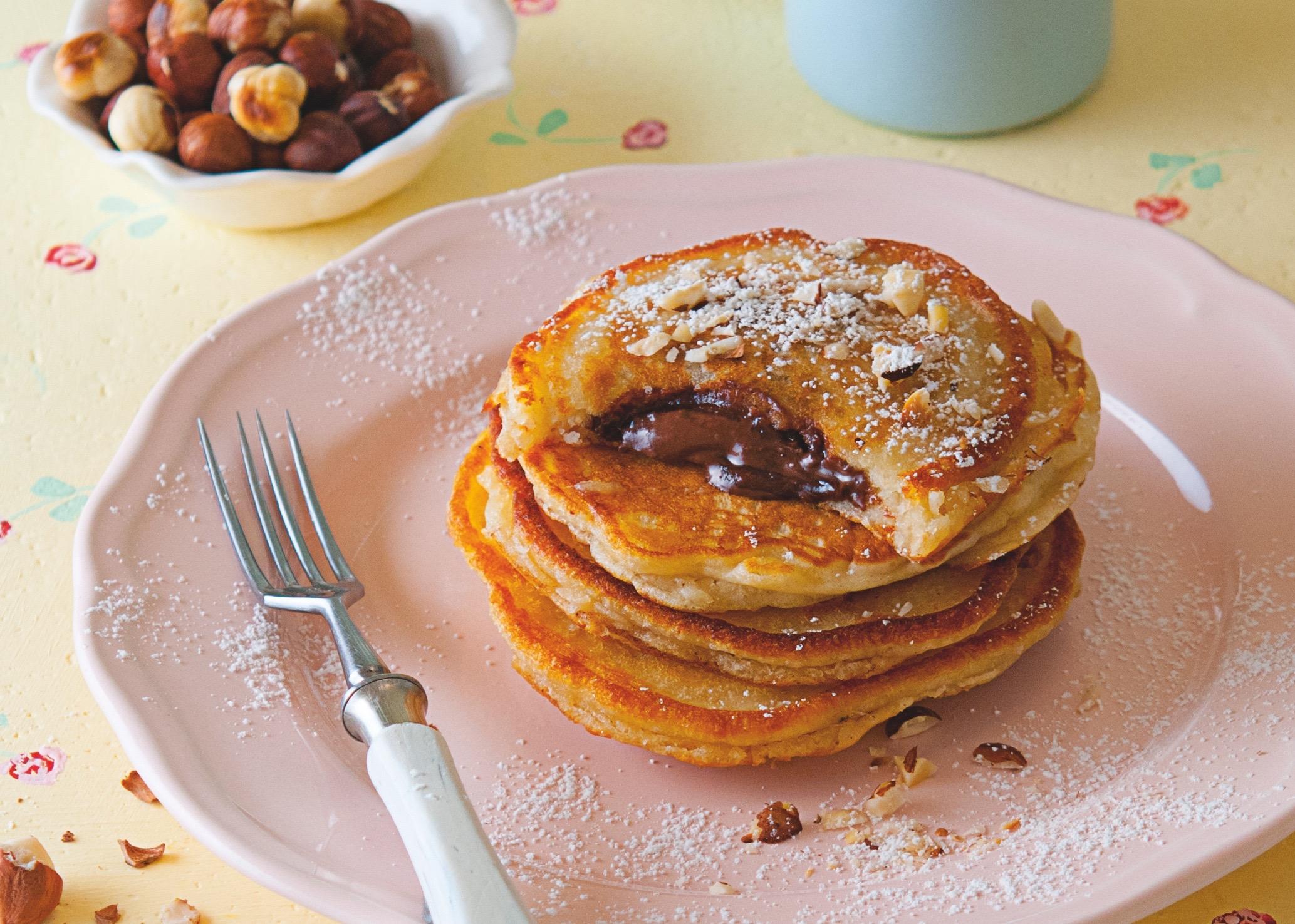 Mit Schokolade gefüllte Pancakes