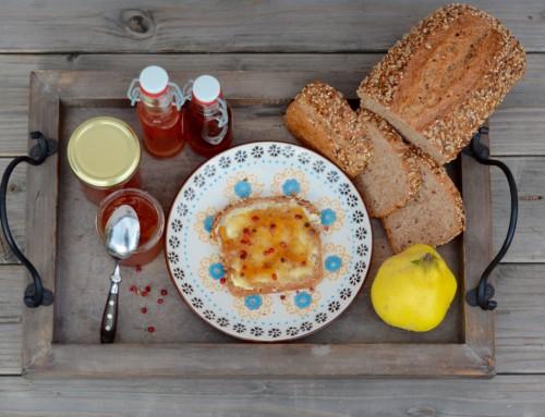 Köstliches Quittengelee mit Lorbeer und rosa Pfeffer