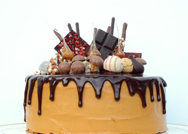 rechteckig Drip Cakes Caramel au fleur de sel Tre leches Karamelltorte Torte Kuchen backen Rezept