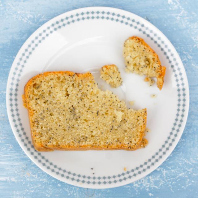 Veganer Mohn Marzipan Kuchen