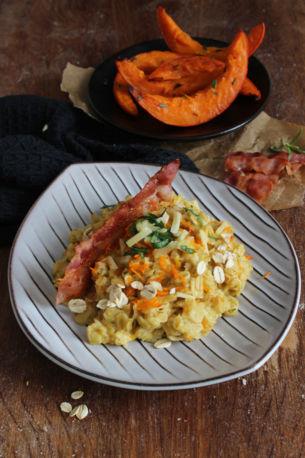 Herzhafter Porridge mit Kürbis und Cheddar (und Bacon)