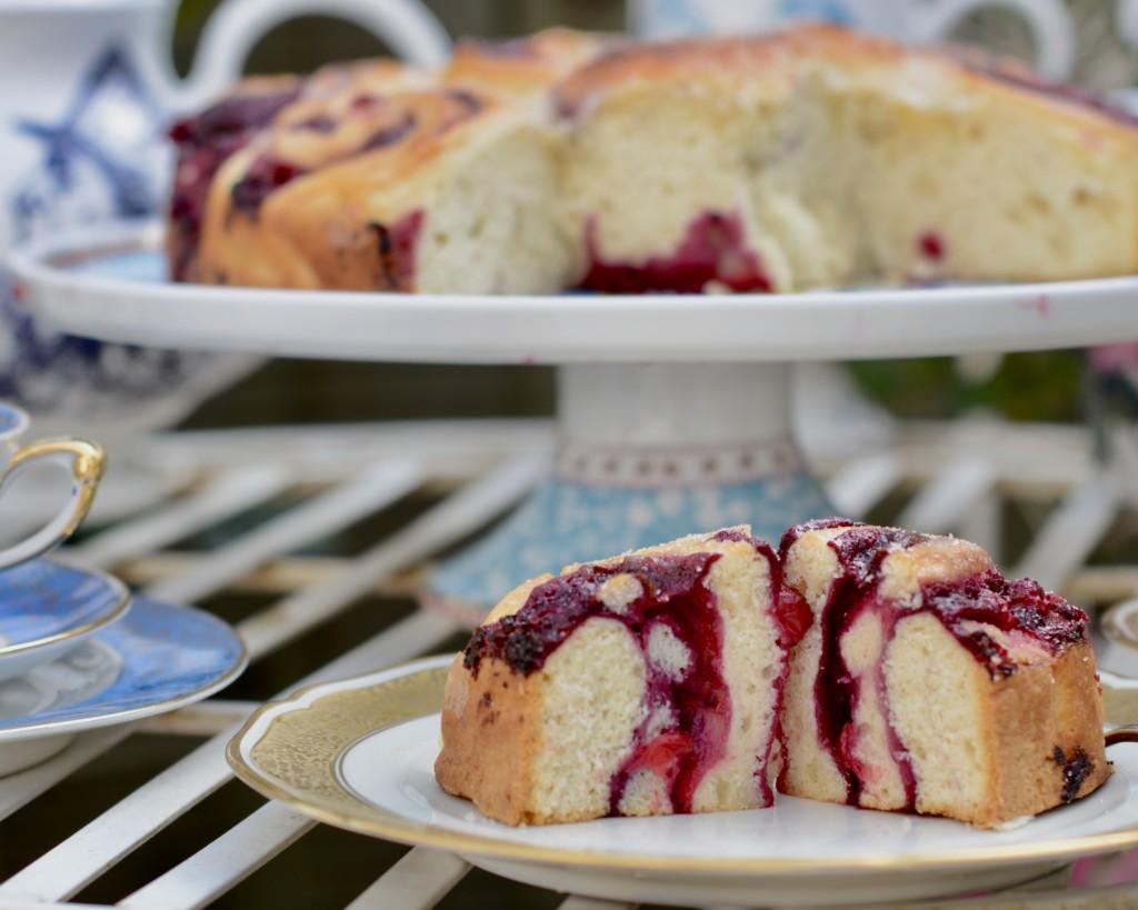 Scones-Schneckenkuchen mit Cassis-Curd
