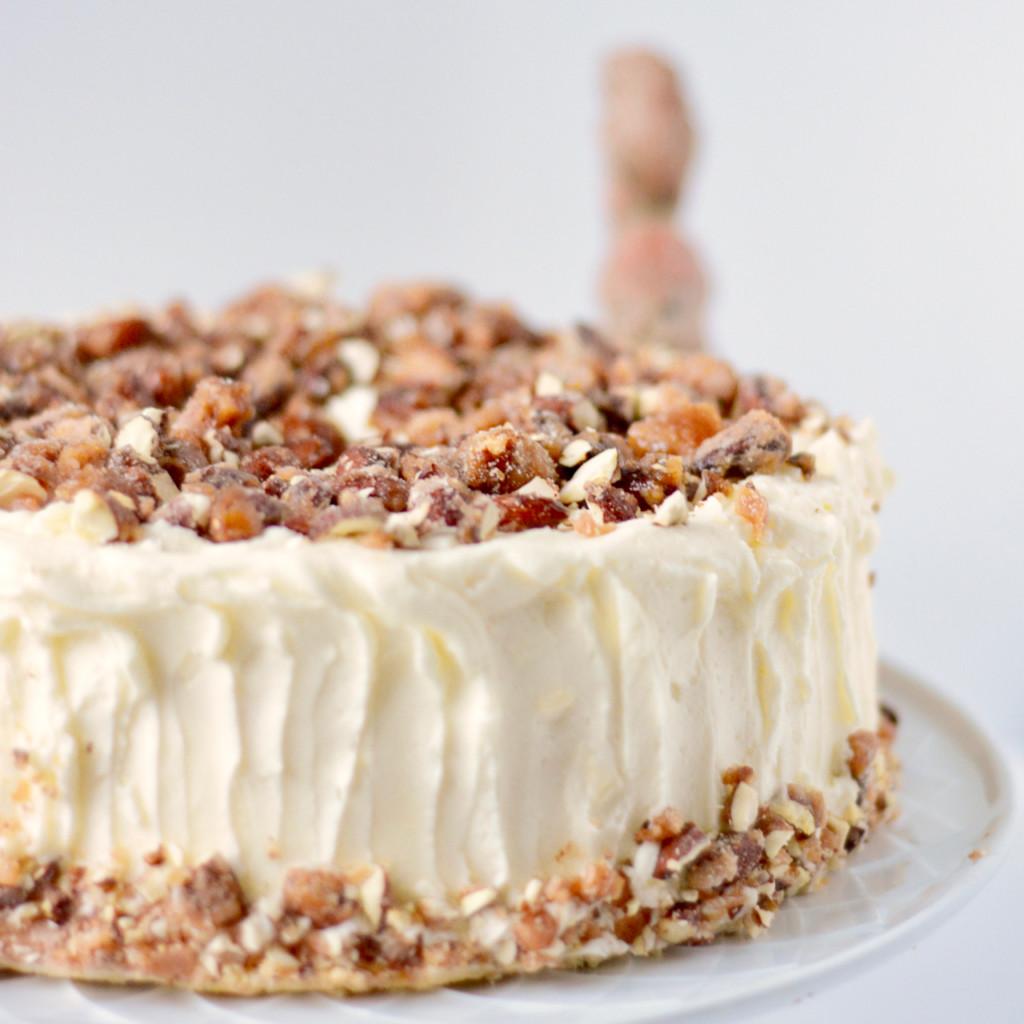 Chiffon Cake Mit Baileys Und Gebrannten Mandeln Die Backschwestern